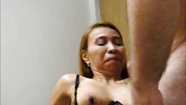 Hermosa chloe follando abuelas xxx masturbándose