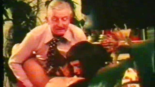 Coño peludo suegra se desnuda y luego monta videos de sexo anal con ancianas una polla