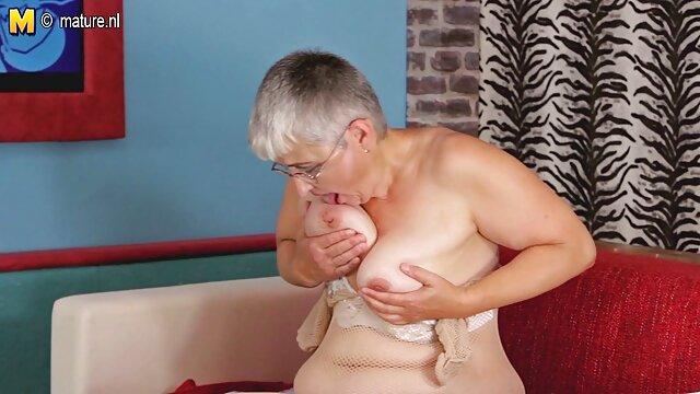 Puta tetona ayudada por beeg abuelas el culo por su amante