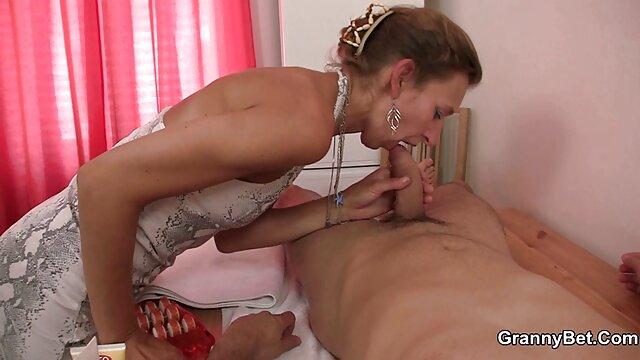 Jojo Kiss abre las piernas a Iris Rose y le come videos pornos abuelas peludas el coño